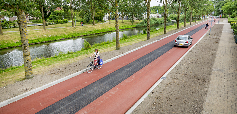 Cycling lane Gorinchemgracht Almere
